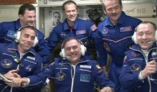 Shortly after the arrival of three new<br /> crewmates aboard the International<br /> Space Station, all six Expedition 35<br /> crew members speak with family<br /> members and mission officials back<br /> on Earth.<br /> Photo credit: NASA TV